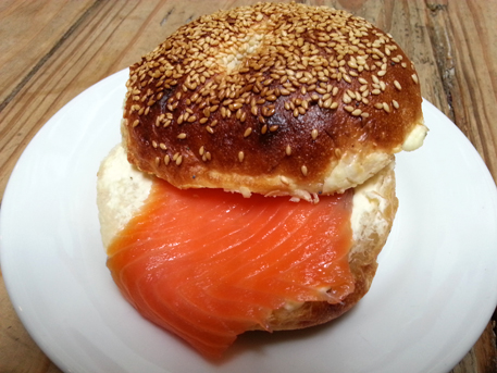 smoke salmon with cream cheese bagel